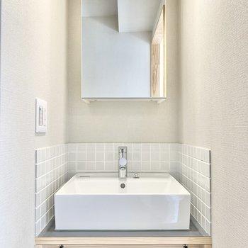 可愛らしいデザインの洗面台。