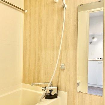 バスルームは浴室乾燥機付き。便利です!