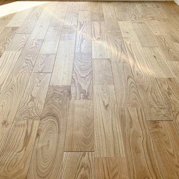 無垢床なんです。グッドポイント!