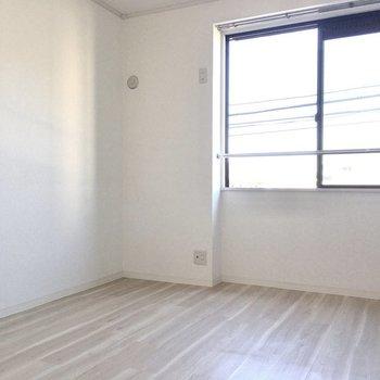 洋室は子供部屋や寝室に。(※写真は2階の同間取り別部屋、モデルルームのものです)