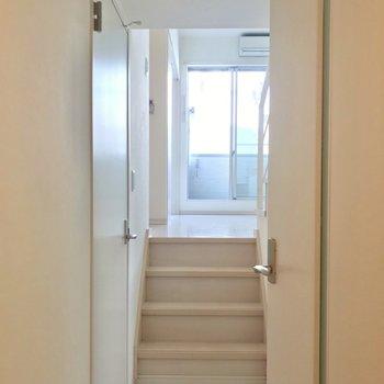 3段のぼって上階へ。