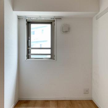 【洋室4.4帖】書斎や趣味のスペースにグッド。※写真はクリーニング前のものです