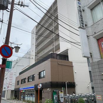 駅から徒歩約1分!1階にコンビニの入ったマンションです。