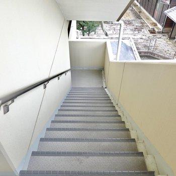 階段はゆとりのある構造ですが、家具搬入時の採寸は念入りに。