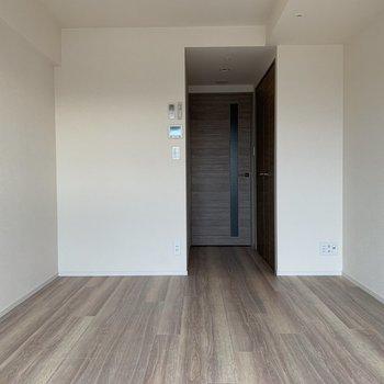 洋室はシンプルな色合い。自由度が高いとも言えます。