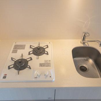 キッチンは綺麗で使いやすそう※写真は6階の同間取り別部屋のものです