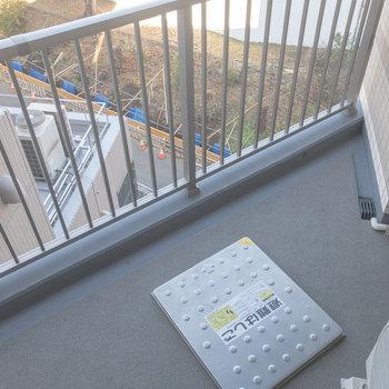 三角のバルコニー※写真は6階の同間取り別部屋のものです