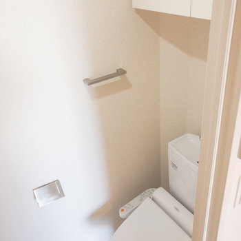 トイレ上の棚が嬉しいです※写真は6階の同間取り別部屋のものです