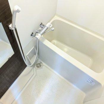 しっかりと浴槽につかることができますね。