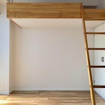 ロフトの下は154cmの私がぶつからないくらいの高さです※写真は3階の同間取り別部屋のものです