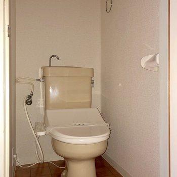 玄関横にトイレがあります※写真は3階の同間取り別部屋のものです