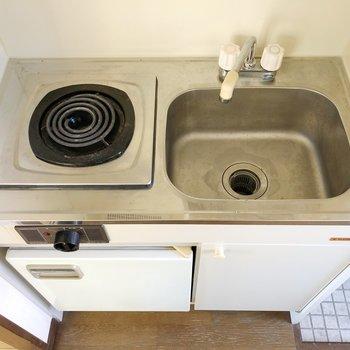 電気コンロ付きのキッチンです。家事の心配も軽減。