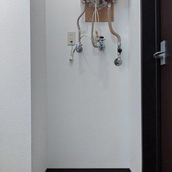 脱衣所には洗濯機を置くスペースもしっかりとあります。