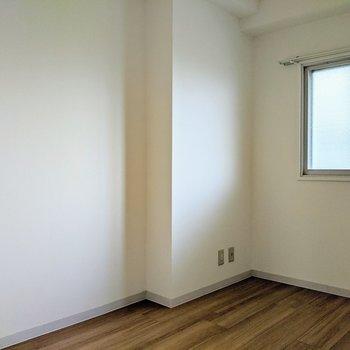 【洋室4.7帖】壁はホワイトがやっぱりイイですね。