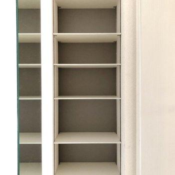 オープンの靴箱があります。扉がないので靴をすぐに取り出せます。(※写真は3階の号間取り別部屋のものです)