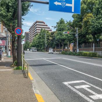 すぐ右側には東京大学があります。