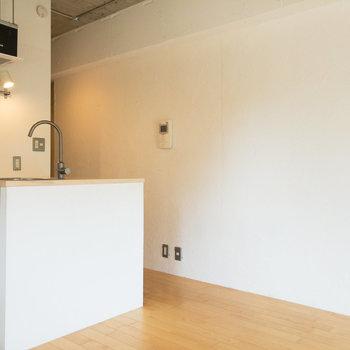 左側にあるキッチンを見てみましょう。