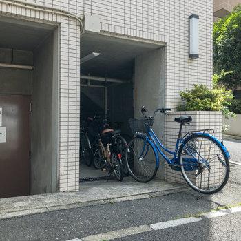 駐輪場はマンションの裏手にあります。