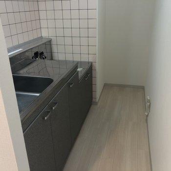 【LDK】キッチンはこちら。奥に冷蔵庫を置けそうでした!
