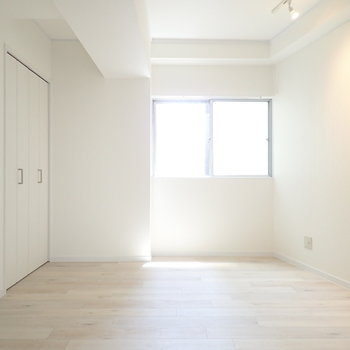 洋室①】奥のこの洋室は寝室に。