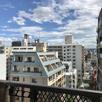 街中ですがこの開放的な眺め!右目の前にマンションがありますが圧迫感ゼロ!