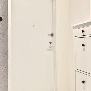 白系で統一された爽やかな玄関です。