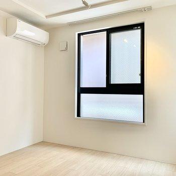 【洋室】洋室にもエアコンがありますよ。