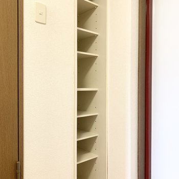 シューズボックスは高さが調節できます。