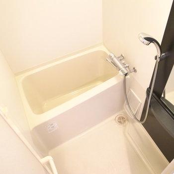 浴室乾燥機つきです。広さはちょうどひとり分といった感じ。