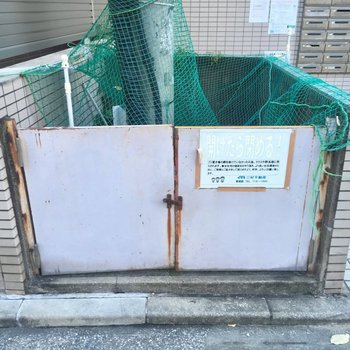 ゴミ置き場、は、発見。