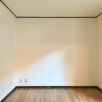 床の色も木目調で素敵!(※写真は1階の同間取り別部屋のものです)