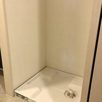 洗濯機置き場はこんな感じ。※写真は1階の同間取り別部屋のものです