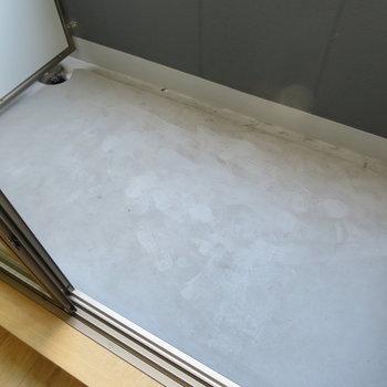 バルコニーは普通サイズ(※写真は4階の同間取り別部屋のものです)