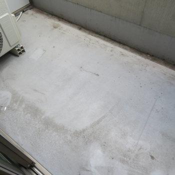 バルコニーは少しコンパクト(※写真は1階の同間取り別部屋のものです)