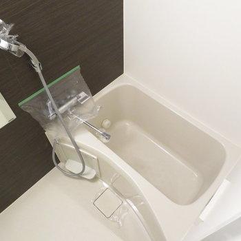 お風呂は追焚機能付きです(※写真は4階の反転間取り別部屋のものです)