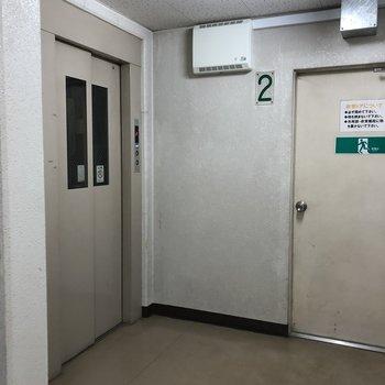 共用部です。エレベーター付きで移動も楽チン。
