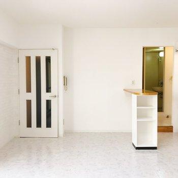 カウンター左側のスペースは冷蔵庫や家電を置くスペースにしましょう