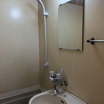 鏡付きなので洗面台としても使えますよ。