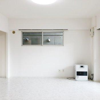 真っ白で統一された内装です。