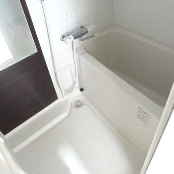お風呂はかなり狭め。