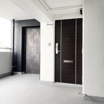 共用部も綺麗に改装されています◎エレベーターもしっかりありますよ。