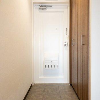 玄関も長さがあって広々と使えます◎