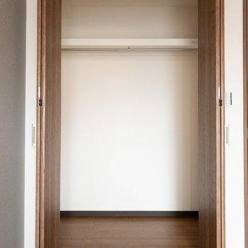 洋室1】幅は洋室2のクローゼットに比べると狭いですが、奥行きはしっかりあります!
