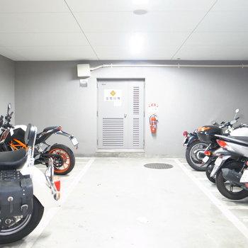 【共用部】バイク置き場は屋内です!