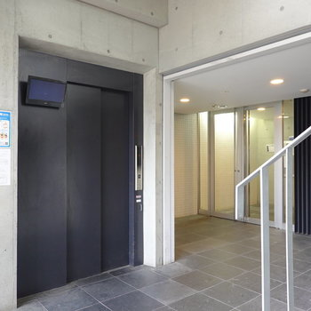 エレベーターホールだってクール。