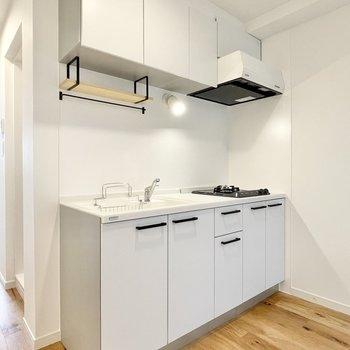 新品のキッチンがはいりましたよ〜〜!