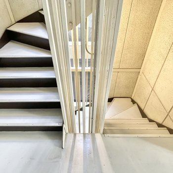 3階までは階段!