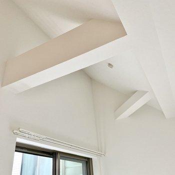 天井は高めで突き出した柱がなんだかおしゃれです。
