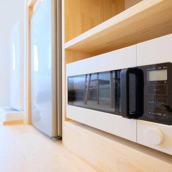 電子レンジ・ミニ冷蔵庫・洗濯機の家電付きです