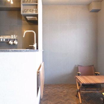 壁は全面パンチングボード!インテリアが様になります。※写真は前回募集時のものです